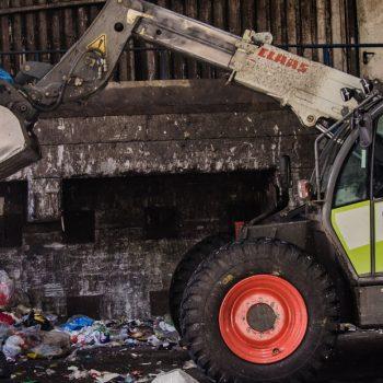 STANK. Matrester i plastreturen kan gi ubehagelige arbeidsforhold. Foto: Umweltdienste Kedenburg GmbH