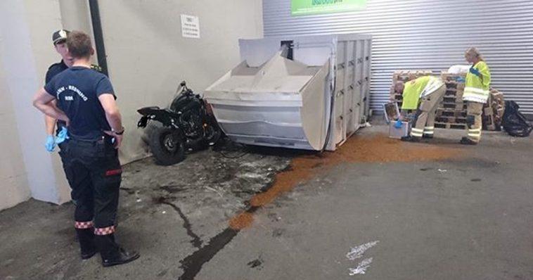 kjørte inn i en container
